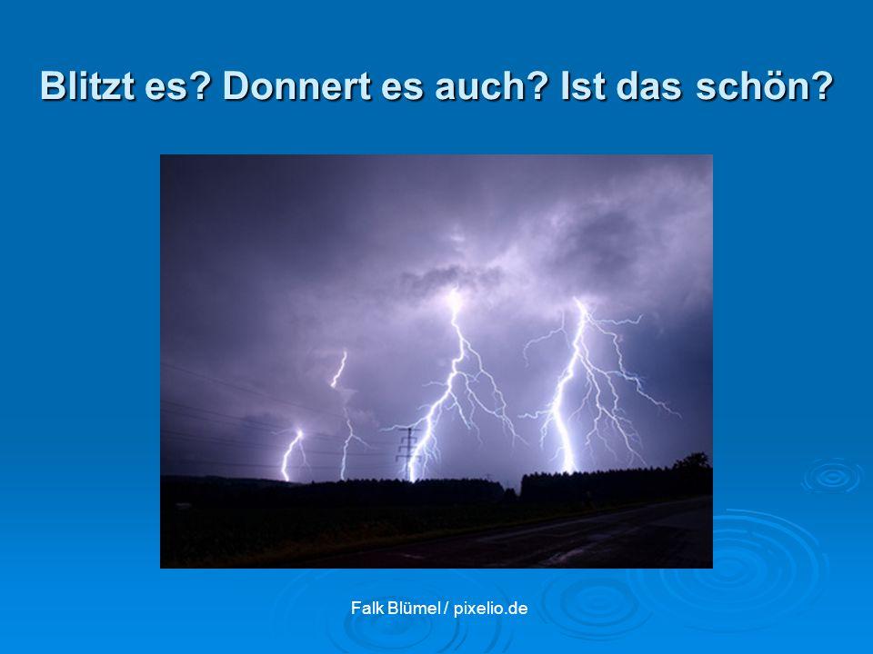 Falk Blümel / pixelio.de Blitzt es? Donnert es auch? Ist das schön?