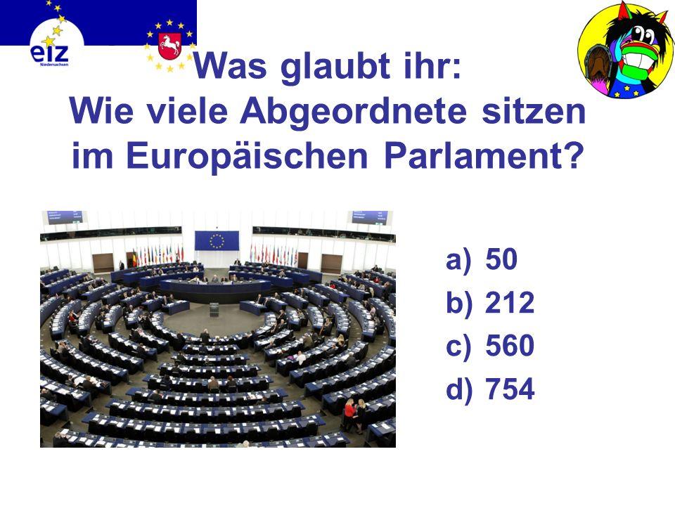 Die Institutionen der EU Europäisches Parlament Stimme des Volkes Vertritt die Bürger und wird von ihnen gewählt Kommission im Interesse des Gemeinwoh