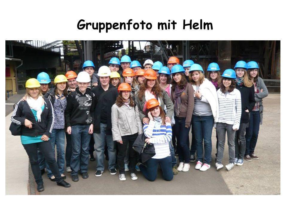 Gruppenfoto mit Helm