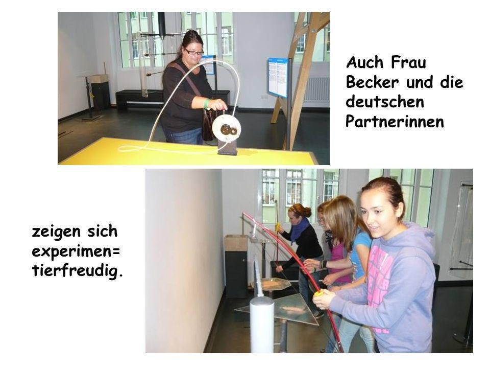 Auch Frau Becker und die deutschen Partnerinnen zeigen sich experimen= tierfreudig.