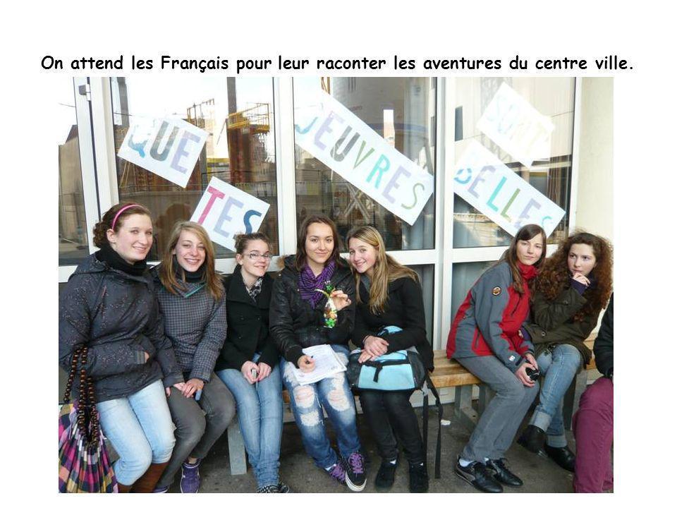 On attend les Français pour leur raconter les aventures du centre ville.