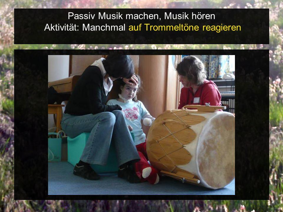 Passiv Musik machen, Musik hören Aktivität: Manchmal auf Trommeltöne reagieren