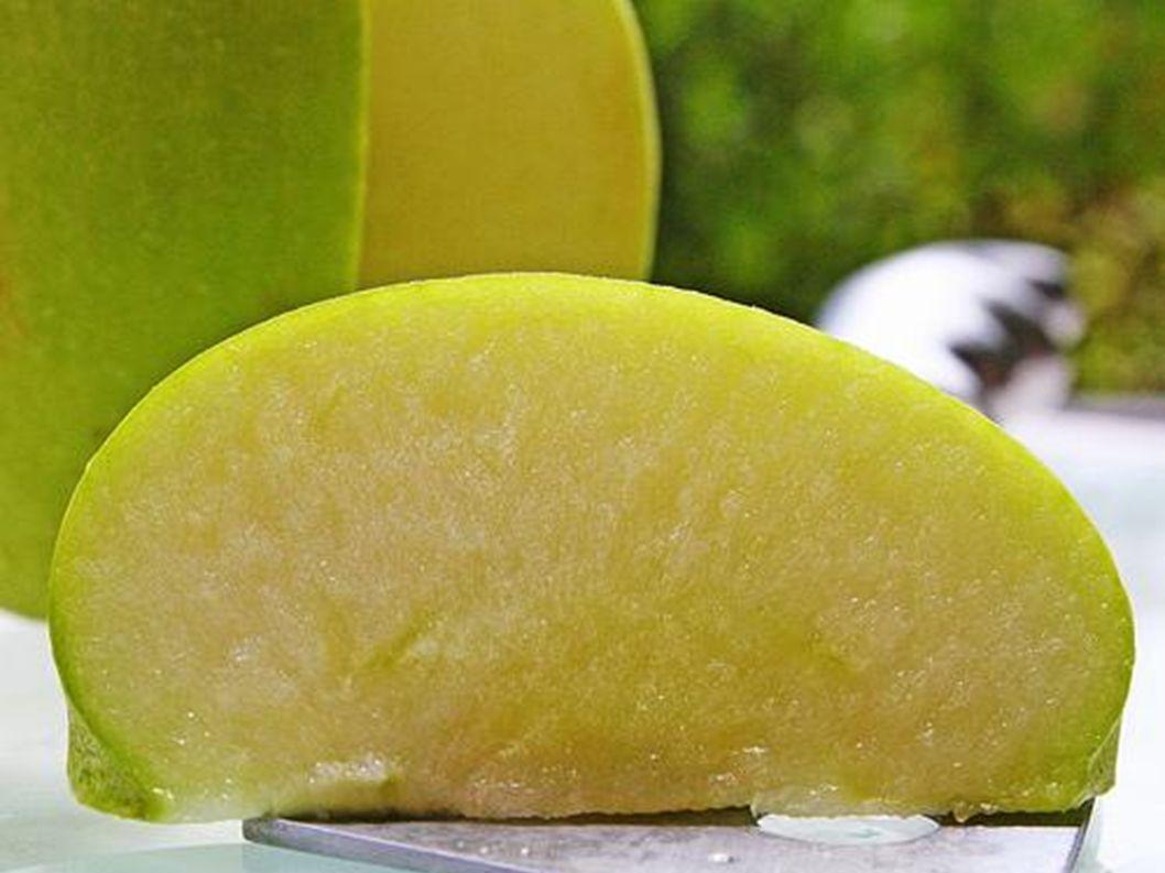 Das Kerngehäuse ist in der Mitte des Apfels.