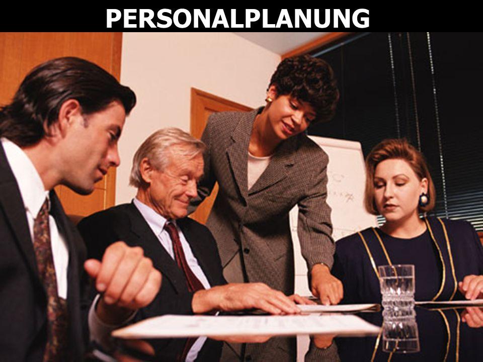 Die Karriereplanung zeigt auf, welche Aufstiegschancen Mitarbeiter innerhalb der Unternehmung haben.