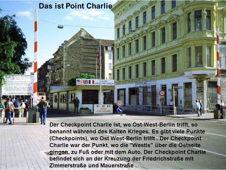 Der Checkpoint Charlie ist, wo Ost-West-Berlin trifft, so benannt während des Kalten Krieges. Es gibt viele Punkte (Checkpoints), wo Ost West-Berlin t