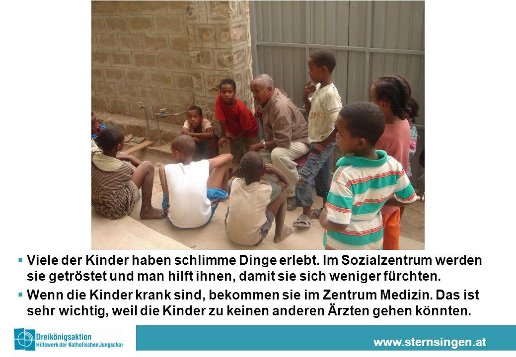 www.sternsingen.at Viele der Kinder haben schlimme Dinge erlebt. Im Sozialzentrum werden sie getröstet und man hilft ihnen, damit sie sich weniger für
