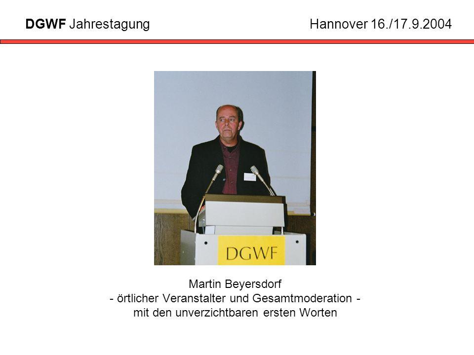 Martin Beyersdorf - örtlicher Veranstalter und Gesamtmoderation - mit den unverzichtbaren ersten Worten DGWF JahrestagungHannover 16./17.9.2004