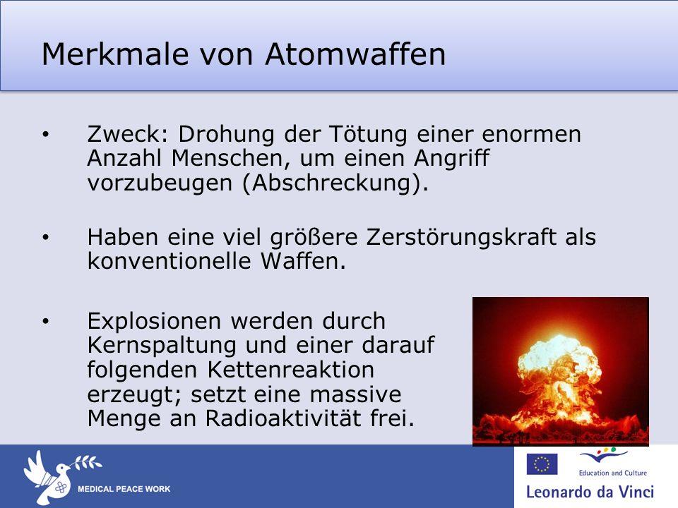 Merkmale von Atomwaffen Zweck: Drohung der Tötung einer enormen Anzahl Menschen, um einen Angriff vorzubeugen (Abschreckung). Haben eine viel größere