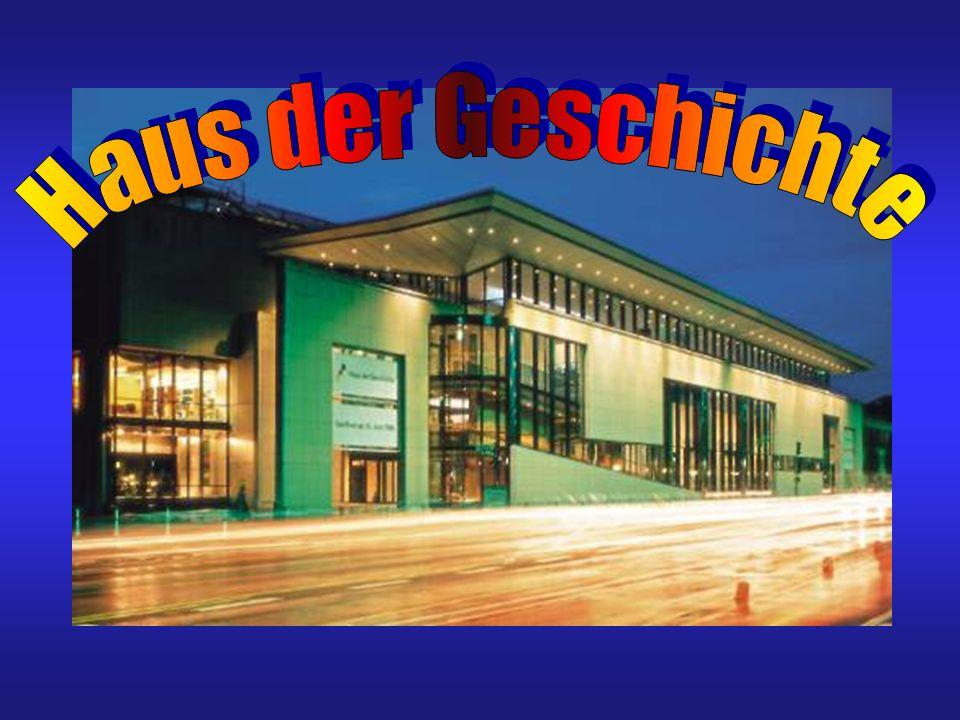 Anreise Vom Hauptbahnhof Bonn Linien 16, 63, Richtung Bad Godesberg über Regierungsviertel Linie 66, Richtung Ramersdorf/Bad Honnef über Regierungsviertel Haltestelle Heussallee / Museumsmeile Ausgang Haus der Geschichte vom Hauptbahnhof Bonn Linie 610 Richtung Heiderhof Haltestelle Heussallee vom Konrad-Adenauer-Flughafen Bus Linie 670 zum Hauptbahnhof Bonn von dort weiter mit U-Bahn oder Bus PKW- und Busparkplatz der Museumsmeile ist ausgeschildert.