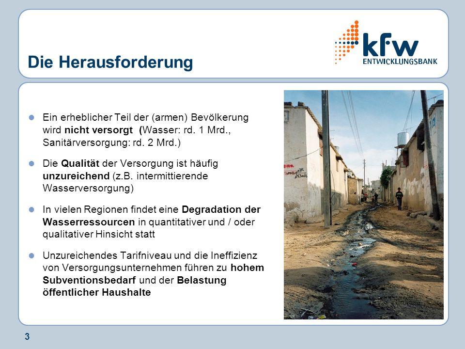 3 Die Herausforderung Ein erheblicher Teil der (armen) Bevölkerung wird nicht versorgt (Wasser: rd. 1 Mrd., Sanitärversorgung: rd. 2 Mrd.) Die Qualitä
