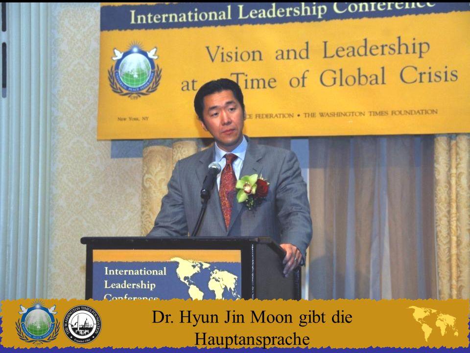 Dr. Hyun Jin Moon gibt die Hauptansprache