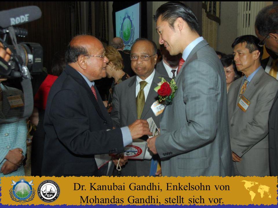 Dr. Kanubai Gandhi, Enkelsohn von Mohandas Gandhi, stellt sich vor.