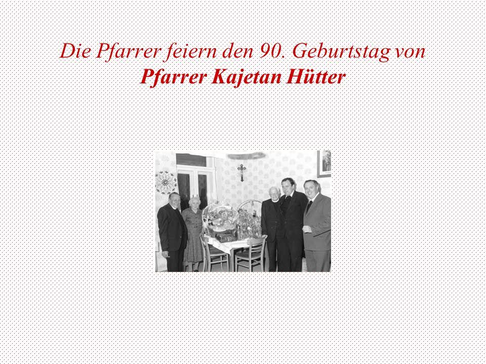 Die Pfarrer feiern den 90. Geburtstag von Pfarrer Kajetan Hütter
