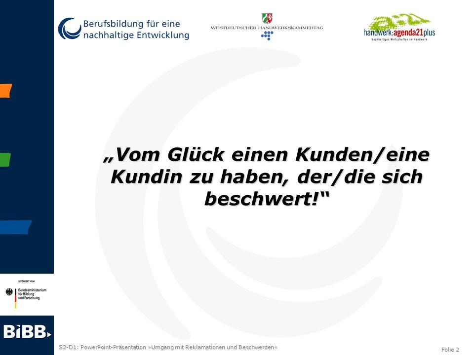 S2-D1: PowerPoint-Präsentation »Umgang mit Reklamationen und Beschwerden« Folie 3 Eine Beschwerde bedeutet… Eine Kundin/ein Kunde hat ein Problem mit einem von Ihnen angebotenen Produkt/Dienstleistung.