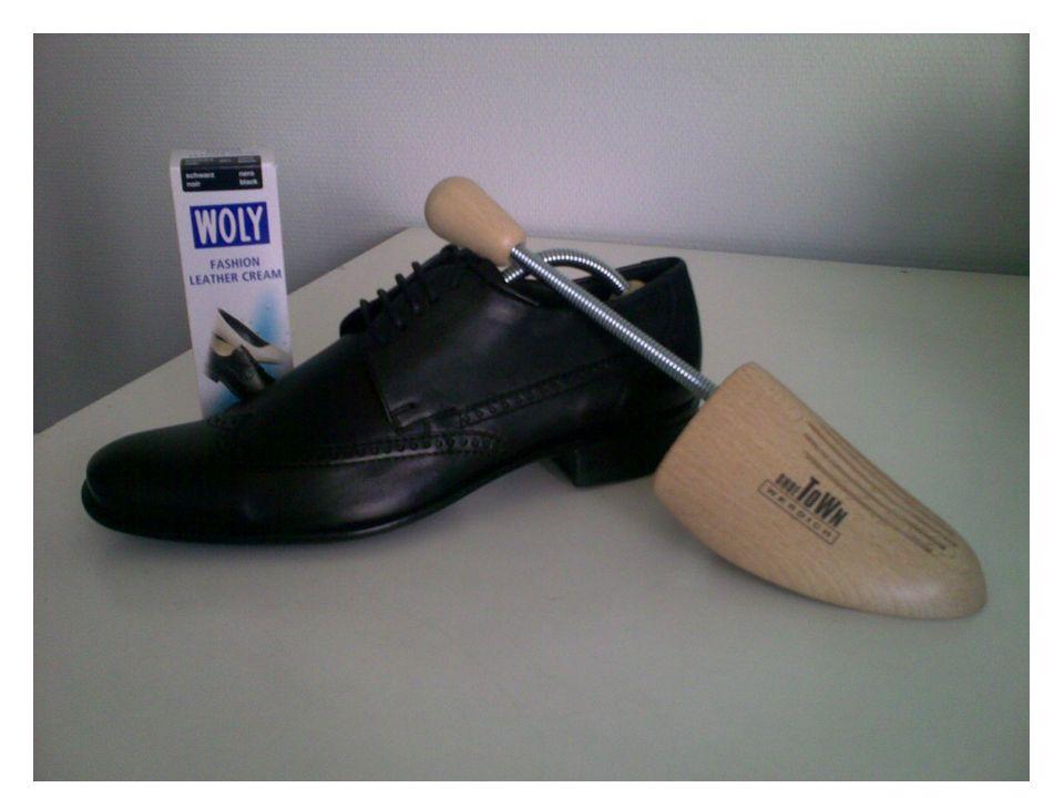 Schwarzer Eleganter Glattleder Halbschuh Pflege: Soft Leather Cream in Schwarz Formerhaltung: Holzschuhleisten