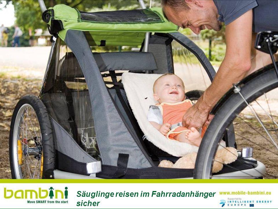 Säuglinge reisen im Fahrradanhänger sicher