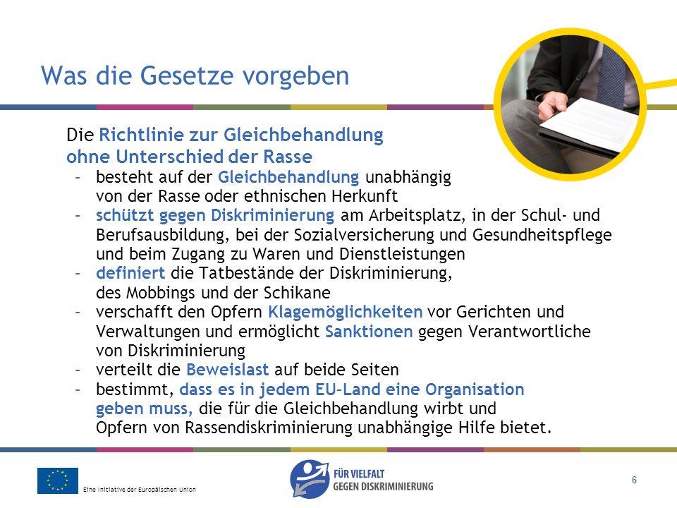Eine Initiative der Europäischen Union 7 Was die Gesetze vorgeben Die Richtlinie über die Gleichbehandlung in Beschäftigung und Beruf –fordert die Gleichbehandlung bie der Arbeit und Berufsausbildung, unabhängig von Religion oder Weltanschauung, Behinderung, sexueller Ausrichtung oder Alter –definiert Diskriminierung, die vorhandenen Rechtsmittel und die Verteilung der Beweislasten in der gleichen Weise wie die Richtlinie zur Gleichbehandlung ohne Unterschied der Rasse –fordert von Arbeitgebern angemessene Maßnahmen zugunsten von behinderten Personen, die für die Ausführung einer Arbeit qualifiziert sind –ermöglicht begrenzte Ausnahmen vom Prinzip der Gleichbehandlung, beispielsweise in religiösen Organisationen oder innerhalb spezieller Förderungsmodelle für jüngere oder ältere Arbeitnehmer.