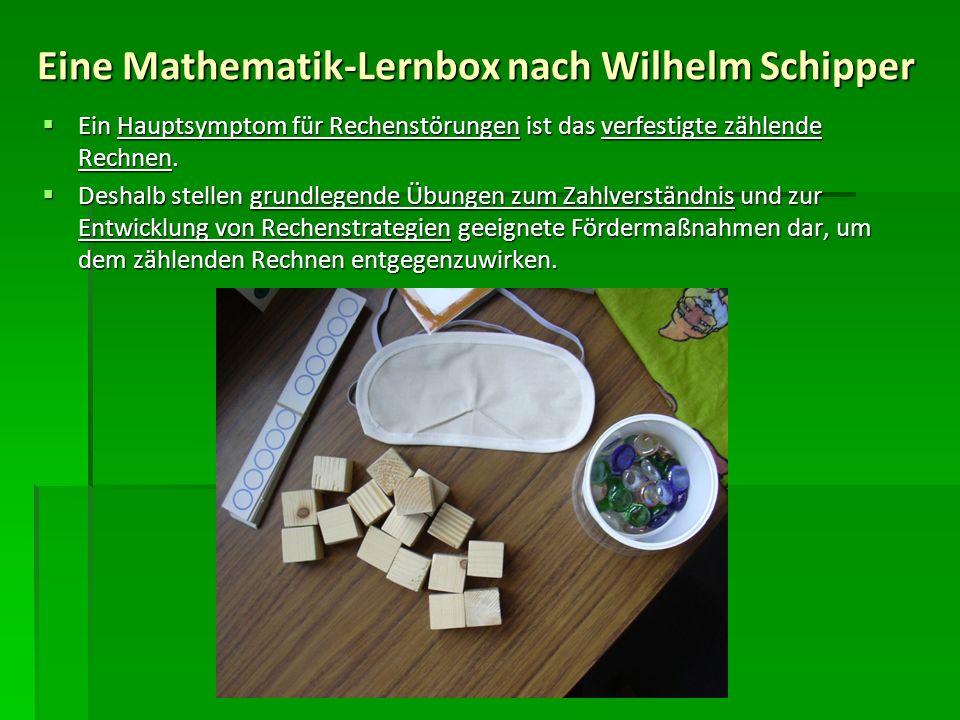 Frau Magda Heinrich, Förderlehrerin der Grundschule Tirschenreuth, hat, basierend auf den Übungsvorschlägen von Wilhelm Schipper, für alle ersten und zweiten Klassen ihrer Schule Mathematik-Lernboxen zusammengestellt.