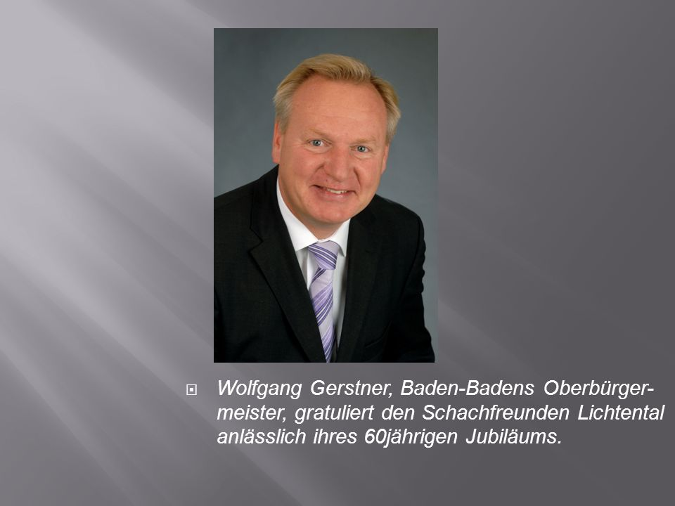 Wolfgang Gerstner, Baden-Badens Oberbürger- meister, gratuliert den Schachfreunden Lichtental anlässlich ihres 60jährigen Jubiläums.