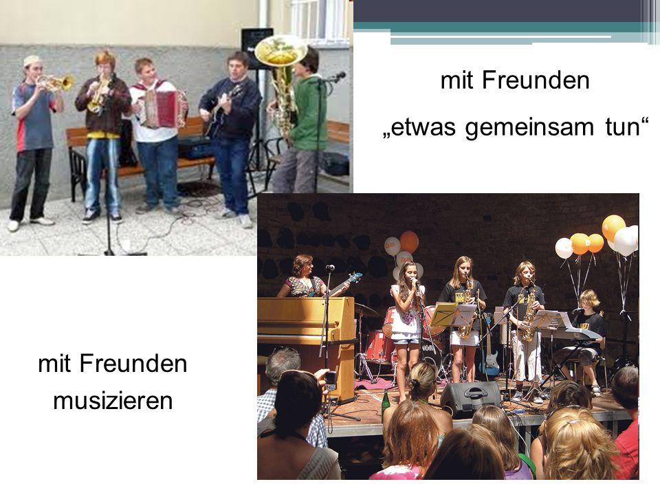 mit Freunden etwas gemeinsam tun mit Freunden musizieren