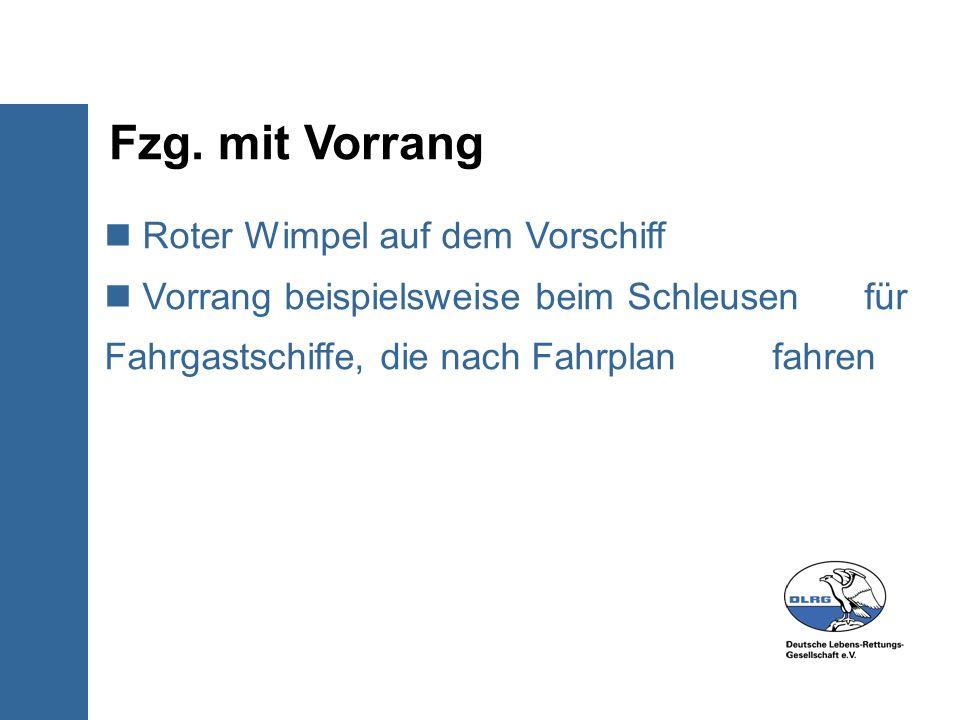 Fzg. mit Vorrang Roter Wimpel auf dem Vorschiff Vorrang beispielsweise beim Schleusen für Fahrgastschiffe, die nach Fahrplan fahren