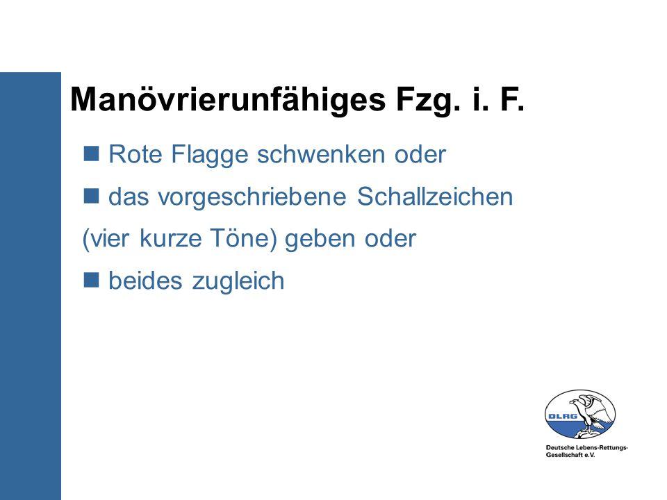 Manövrierunfähiges Fzg. i. F. Rote Flagge schwenken oder das vorgeschriebene Schallzeichen (vier kurze Töne) geben oder beides zugleich