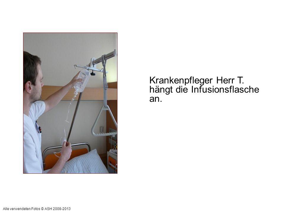 Krankenpfleger Herr T. hängt die Infusionsflasche an. Alle verwendeten Fotos © ASH 2008-2013