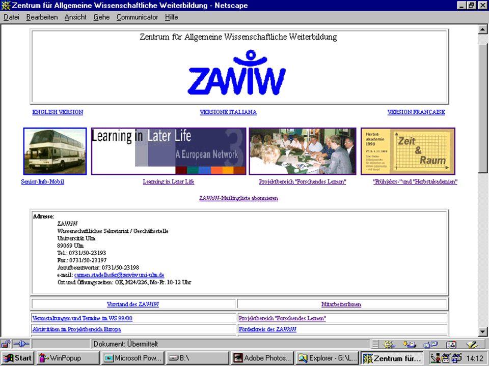 Teilnehmer der Zeitzeugengruppe beim ZAWiW präsentieren Ihre Beiträge im Internet und diskutieren mit anderen Gruppen.