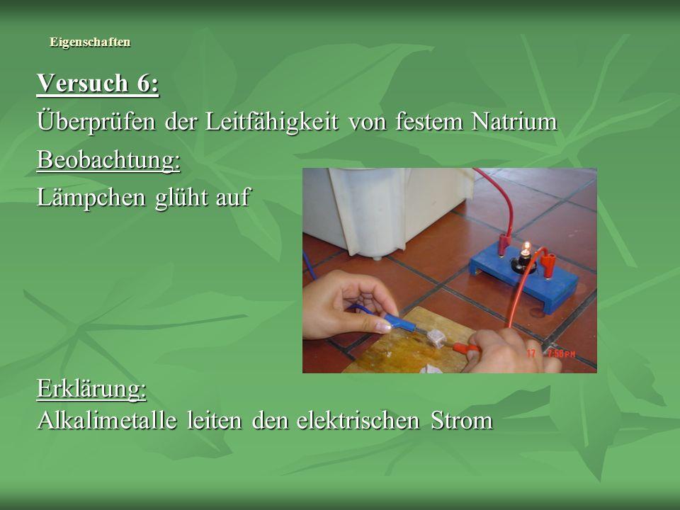 Eigenschaften Versuch 6: Überprüfen der Leitfähigkeit von festem Natrium Beobachtung: Lämpchen glüht auf Erklärung: Alkalimetalle leiten den elektrisc