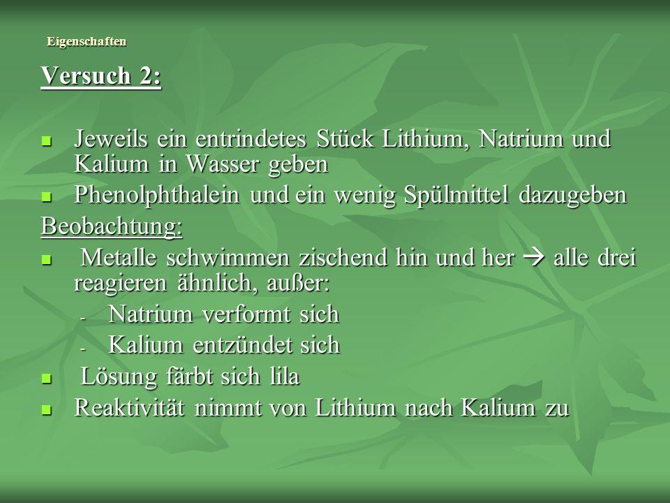 Eigenschaften Versuch 2: Jeweils ein entrindetes Stück Lithium, Natrium und Kalium in Wasser geben Jeweils ein entrindetes Stück Lithium, Natrium und