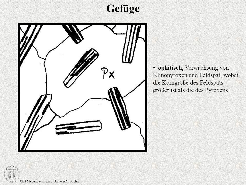 Olaf Medenbach, Ruhr-Universität Bochum Gefüge ophitisch, Verwachsung von Klinopyroxen und Feldspat, wobei die Korngröße des Feldspats größer ist als