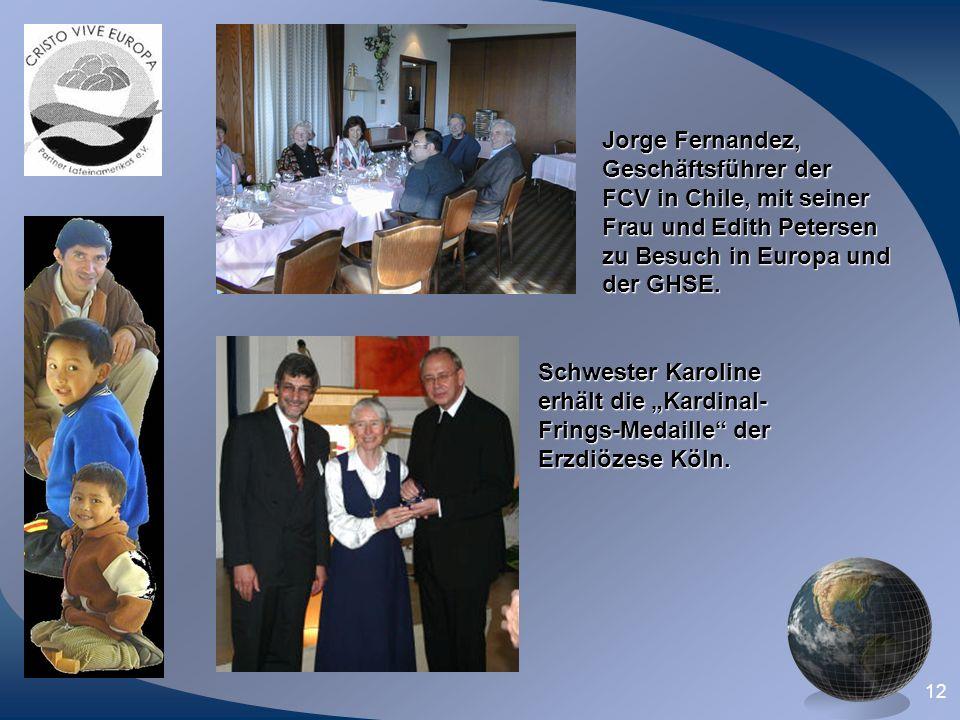 12 Jorge Fernandez, Geschäftsführer der FCV in Chile, mit seiner Frau und Edith Petersen zu Besuch in Europa und der GHSE. Schwester Karoline erhält d