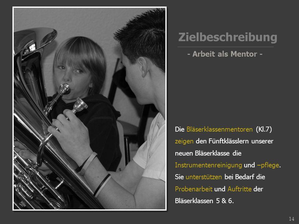Die Bläserklassenmentoren (Kl.7) zeigen den Fünftklässlern unserer neuen Bläserklasse die Instrumentenreinigung und –pflege.