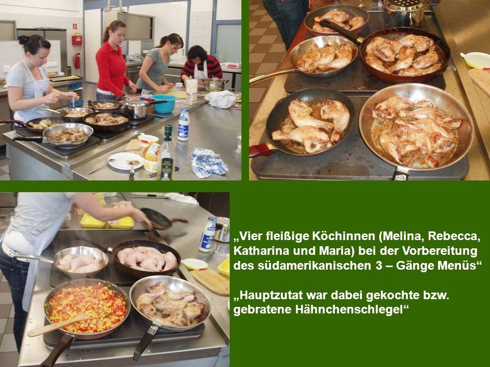 Vier fleißige Köchinnen (Melina, Rebecca, Katharina und Maria) bei der Vorbereitung des südamerikanischen 3 – Gänge Menüs Hauptzutat war dabei gekochte bzw.