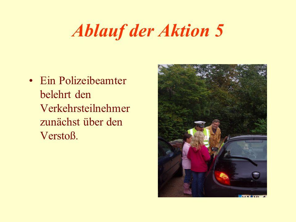 Ablauf der Aktion 5 Ein Polizeibeamter belehrt den Verkehrsteilnehmer zunächst über den Verstoß.