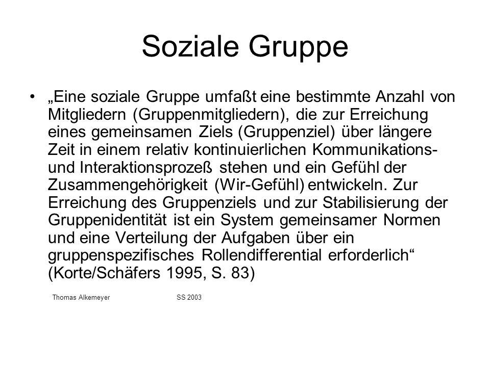 Soziale Gruppe Eine soziale Gruppe umfaßt eine bestimmte Anzahl von Mitgliedern (Gruppenmitgliedern), die zur Erreichung eines gemeinsamen Ziels (Grup