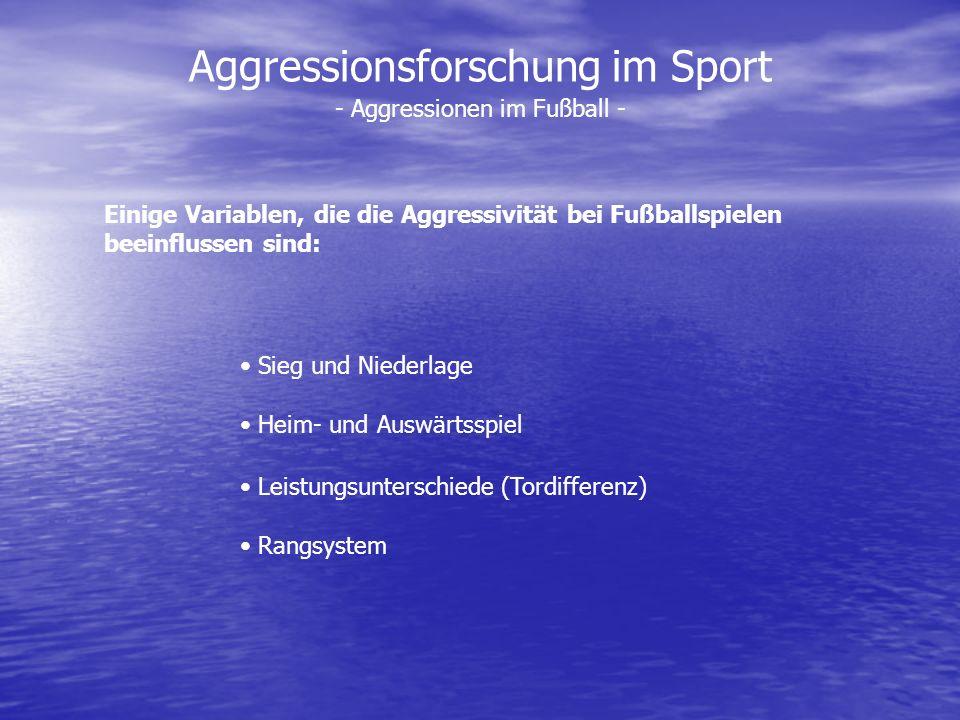 Aggressionsforschung im Sport Einige Variablen, die die Aggressivität bei Fußballspielen beeinflussen sind: Sieg und Niederlage Heim- und Auswärtsspie