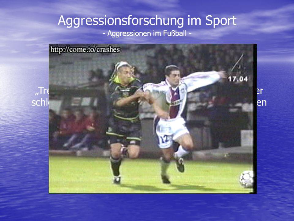 Aggressionsforschung im Sport Treten, grätschen, rempeln… Fußball ist besser oder schlechter gemanagte Aggression. Nur wer sich foulen lässt wird ein