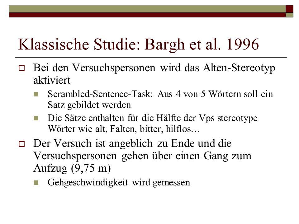 Klassische Studie: Bargh et al. 1996 Bei den Versuchspersonen wird das Alten-Stereotyp aktiviert Scrambled-Sentence-Task: Aus 4 von 5 Wörtern soll ein