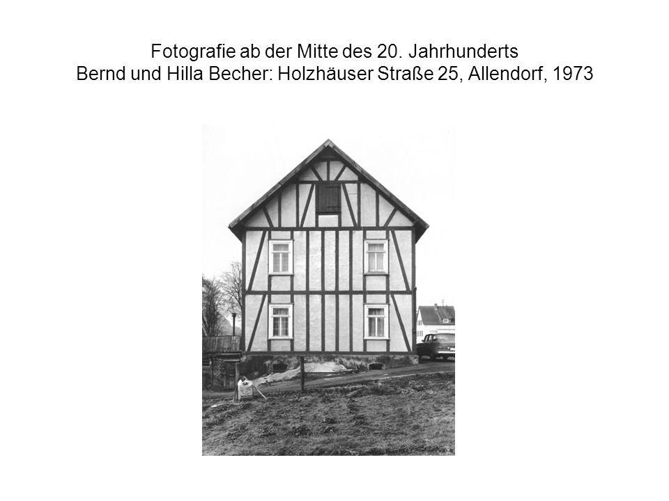 Fotografie ab der Mitte des 20. Jahrhunderts Bernd und Hilla Becher: Holzhäuser Straße 25, Allendorf, 1973