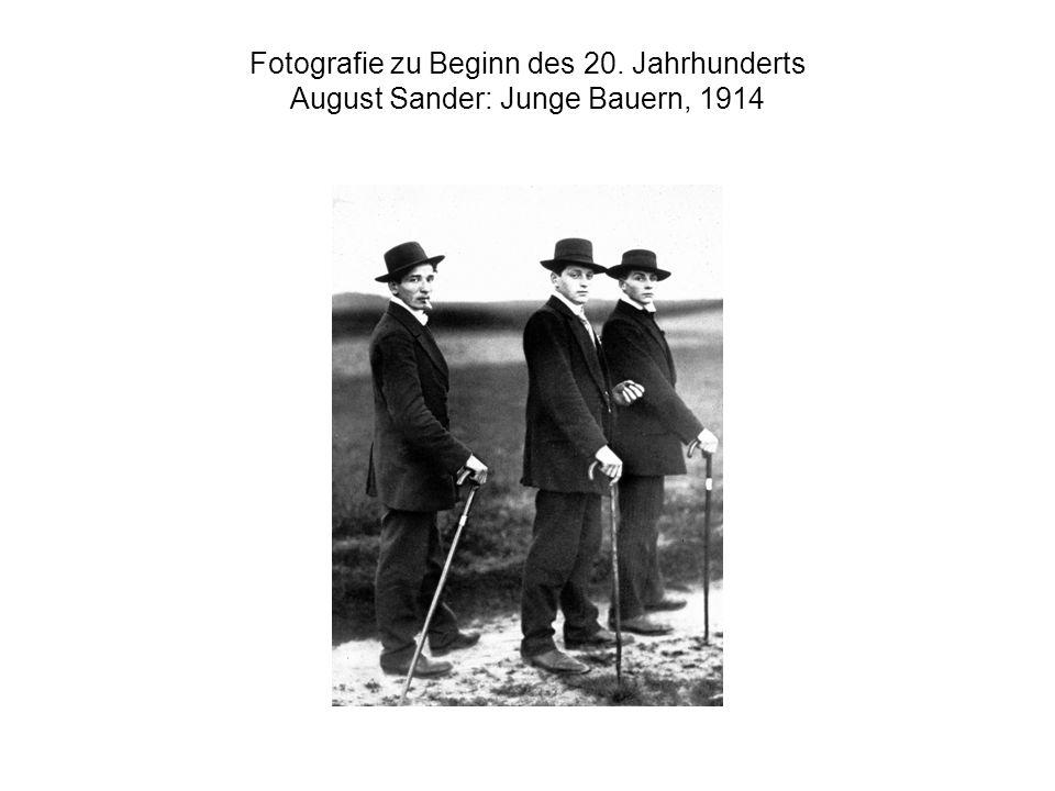 Fotografie zu Beginn des 20. Jahrhunderts August Sander: Junge Bauern, 1914