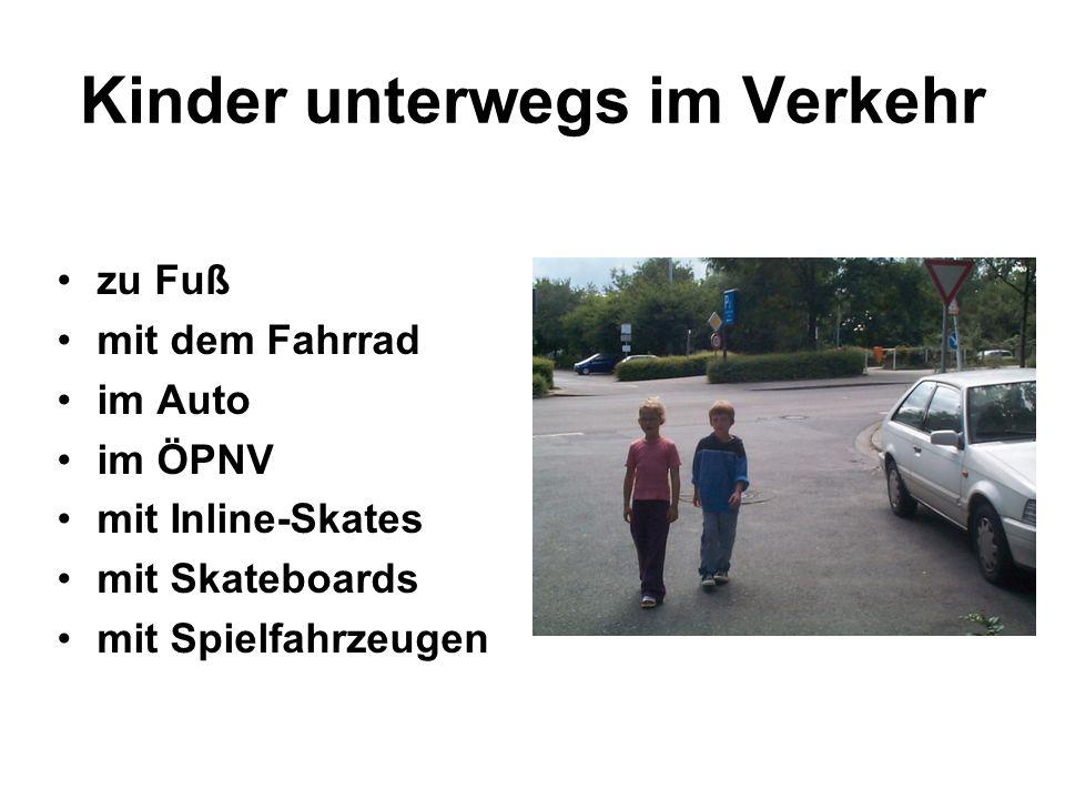 Kinder unterwegs im Verkehr zu Fuß mit dem Fahrrad im Auto im ÖPNV mit Inline-Skates mit Skateboards mit Spielfahrzeugen