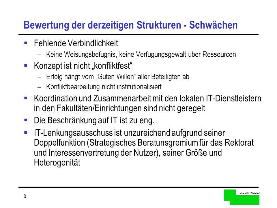 Universität Bielefeld 9 Eckpfeiler der neuen IKM Managementstruktur Funktional ausgerichtete Strukturierung durch Doppelspitze –Zwei Funktionsbereiche Management der infrastrukturellen Informations- und Kommunikationstechnik (CIO/IT- Manager) inhaltlich-strategische Steuerung wissenschaftsbezogener Dienste (CIO/Informations- Manager) –Funktionsbereichs-Manager (CIOs) sind verantwortlich für Strategie, Planung und Koordination im jeweiligen Funktionsbereich Innovative Organisation der Beziehung zwischen zentralen und dezentralen Einrichtungen IKM Strategiegruppe zur funktionsbereichsübergreifenden Planung und Koordination –Beratergremium –Entscheidungskompetenz und direkte Anbindung an das Rektorat