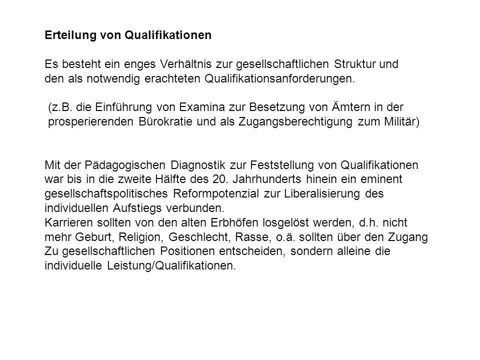 Erteilung von Qualifikationen Es besteht ein enges Verhältnis zur gesellschaftlichen Struktur und den als notwendig erachteten Qualifikationsanforderungen.