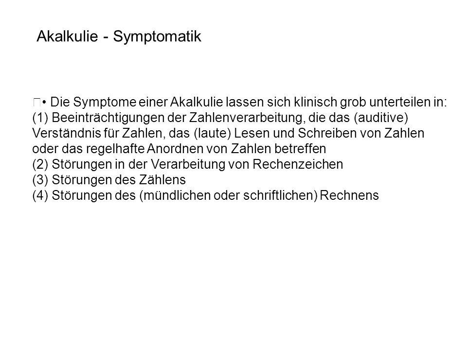 • Die Symptome einer Akalkulie lassen sich klinisch grob unterteilen in: (1) Beeinträchtigungen der Zahlenverarbeitung, die das (auditive) Verständnis