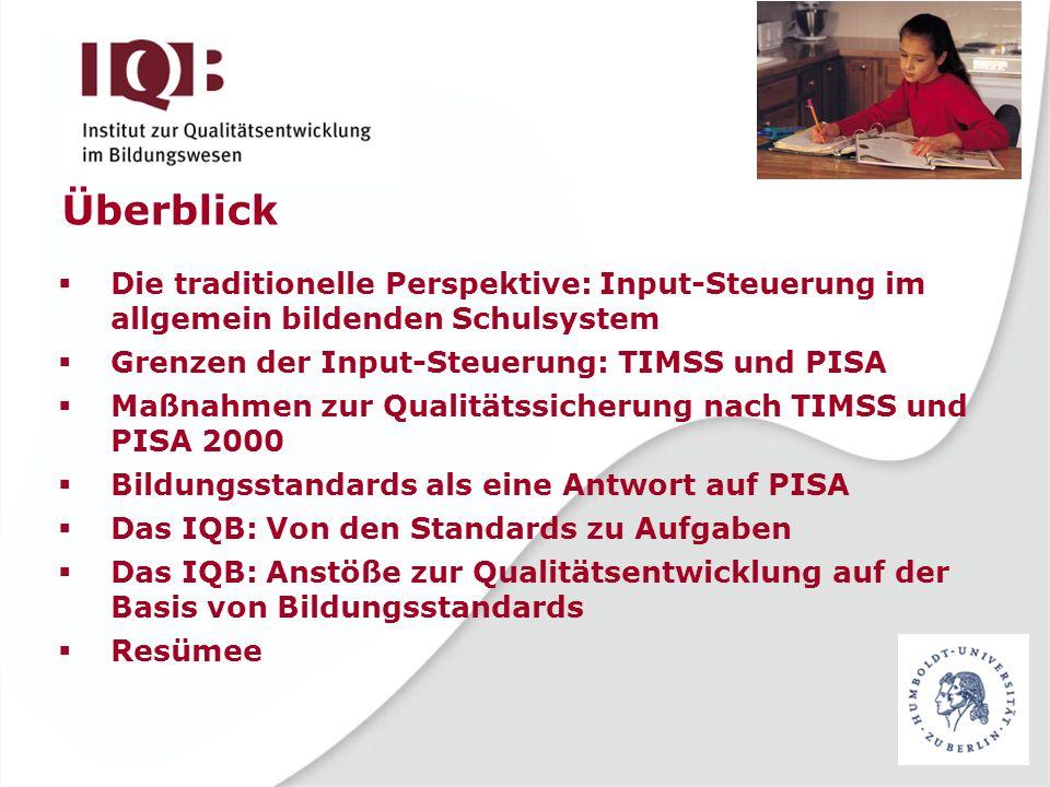 Das IQB: Kernaufgaben Bildungsstandards inhaltlich weiter entwickeln, methodisch präzisieren und ihre Erreichung durch Schülerinnen und Schüler in Deutschland überprüfen -Erstellen großer Aufgabensammlungen -Durchführung empirischer Studien zur Normierung und Überprüfung der Bildungsstandards -Bereitstellung von Aufgaben für die Länderprogramme der flächendeckenden Vergleichsarbeiten -Bereitstellung von Aufgaben für Schulen zum Zwecke der internen Evaluation -Bereitstellung von Unterrichtsmaterial zum kompetenzorientierten Unterricht