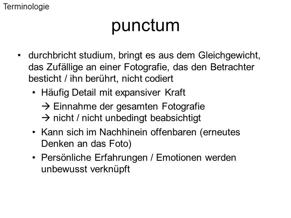 punctum durchbricht studium, bringt es aus dem Gleichgewicht, das Zufällige an einer Fotografie, das den Betrachter besticht / ihn berührt, nicht codi