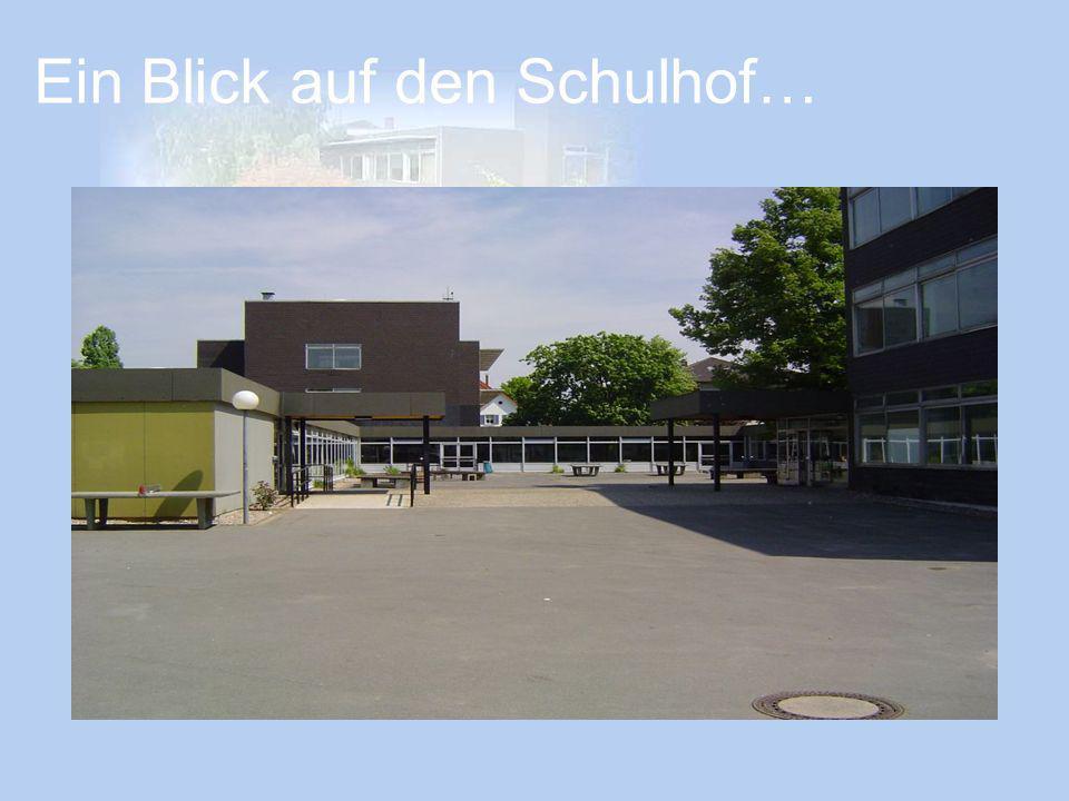 Ein Blick auf den Schulhof…