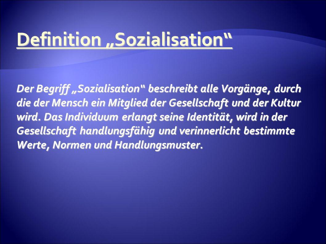 Definition Sozialisation Der Begriff Sozialisation beschreibt alle Vorgänge, durch die der Mensch ein Mitglied der Gesellschaft und der Kultur wird.