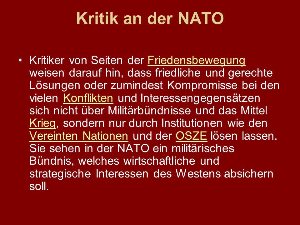 Kritik an der NATO Kritiker von Seiten der Friedensbewegung weisen darauf hin, dass friedliche und gerechte Lösungen oder zumindest Kompromisse bei de